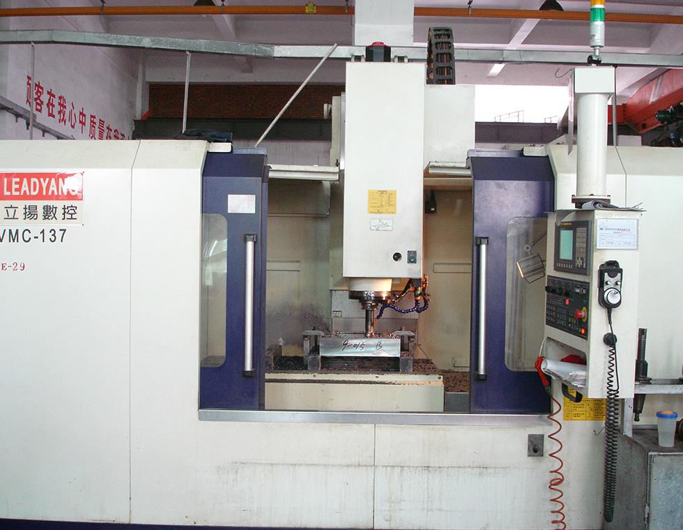 立扬加工中心VMC-137