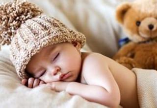 宝妈问:宝宝冬天睡觉怎样盖被子、睡袋应该怎么用?