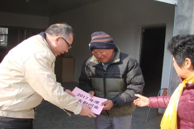我司赴许高社区走访慰问贫困群众