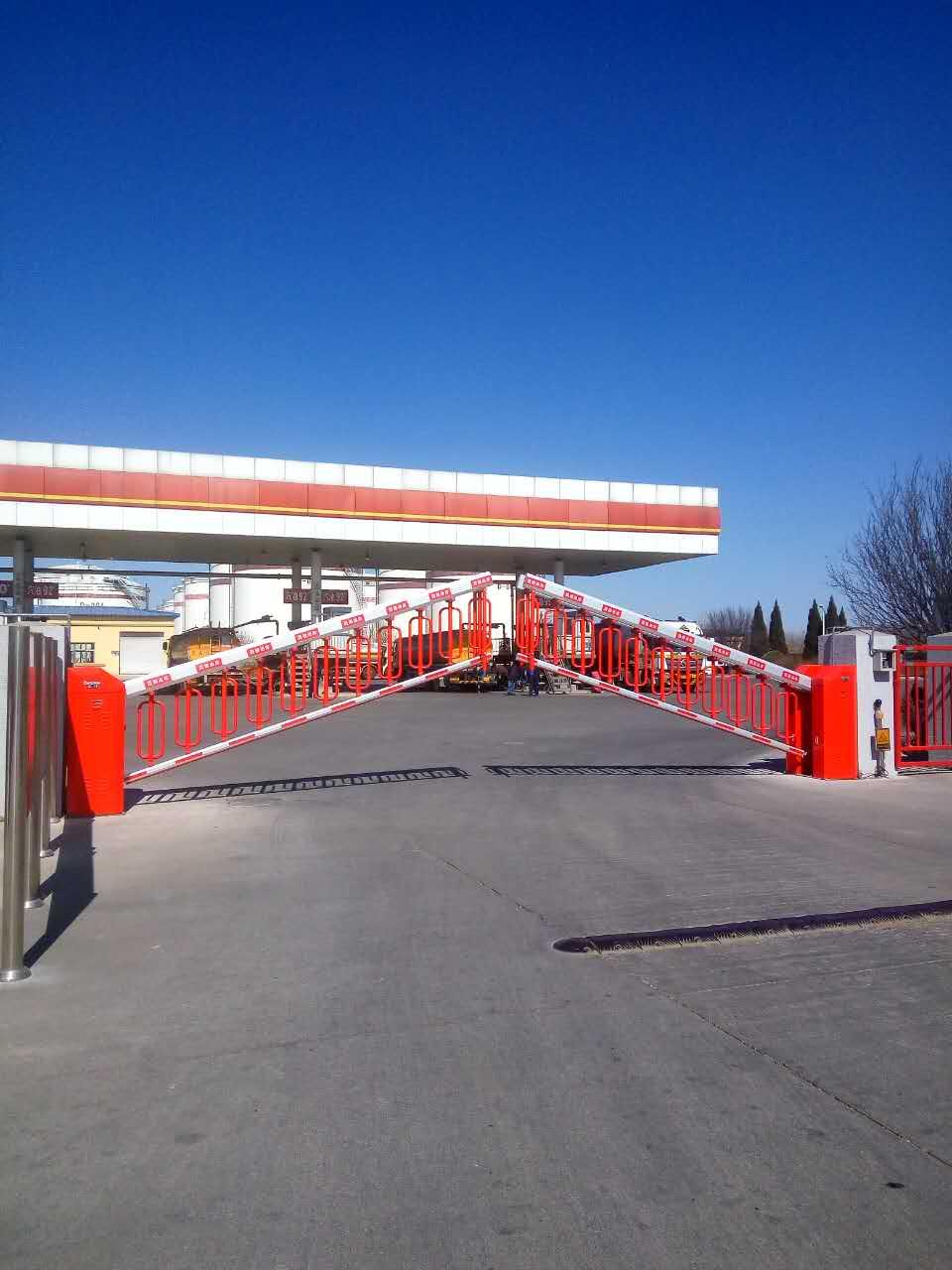 汇聚能源,延长价值——火狐体育最新登录红门产品k600-R空降门驻守北京中油晟德石油公司