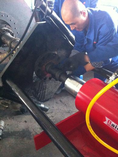 拜尔公司作为中石油合格供应商,车载式液压拉马服务于中石油