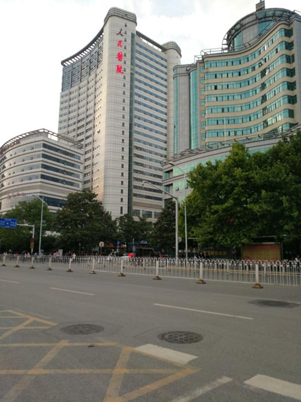 武汉大学人民医院正大门对面门面优惠转让