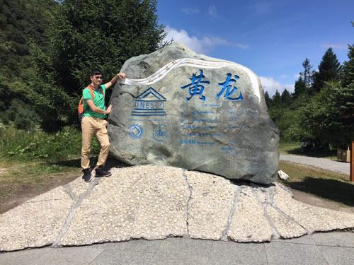 """2016/8/13至2016/8/19,公司组织员工到""""成都+黄龙+九寨沟""""旅游。"""