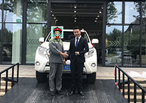 恭喜张先生提车丰田普拉多