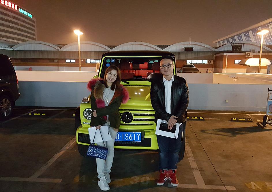 恭喜美女提车奔驰G350d