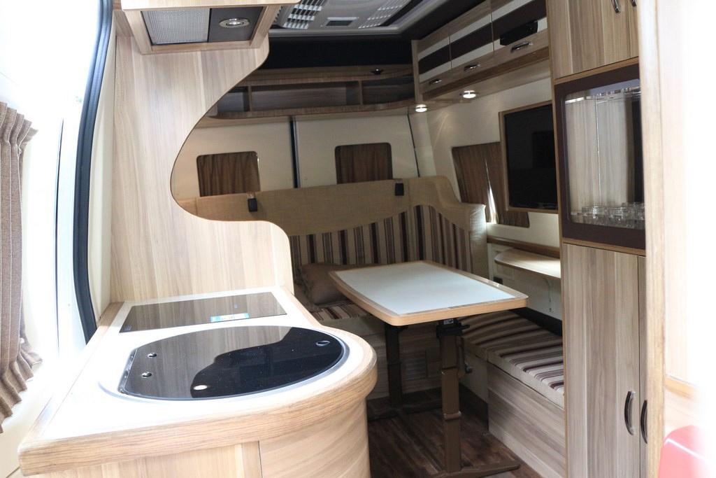 大通|旅居房车有厨卫,环形沙发床