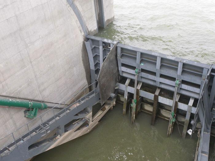 静磁栅闸门开度仪应用于南水北调汉江兴隆水利枢纽工程弧形&舌瓣闸门