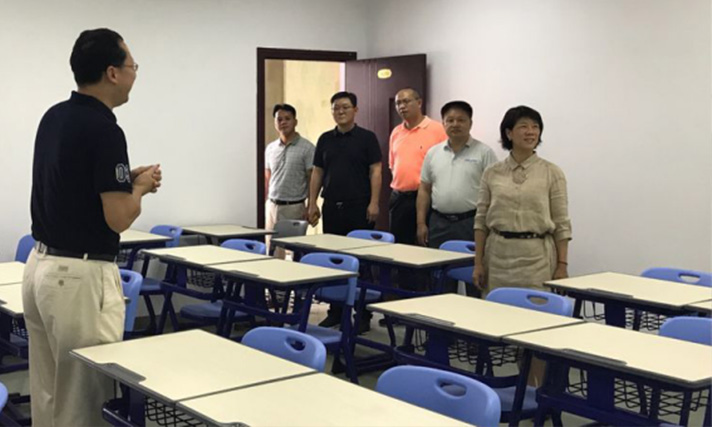 Mr. Ye Hui leads the team in examining the construction work of Shenzhen Grit Academy.