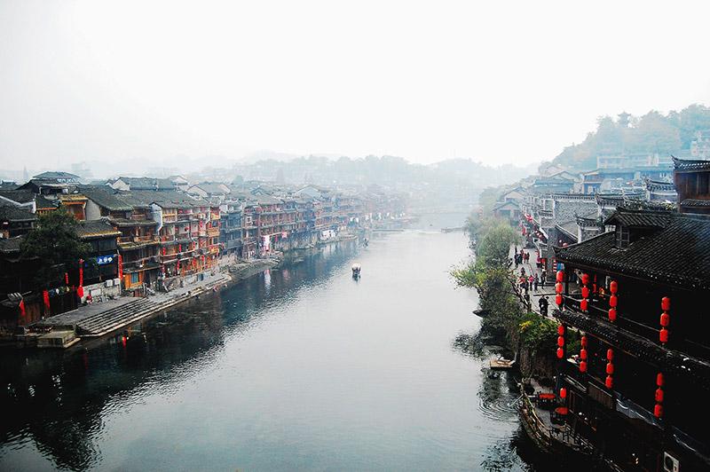 凤凰古城、凤凰九景、南华山、大型篝火晚会两日游