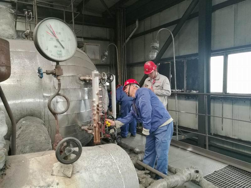 嘉峪关奥福燃气锅炉电接点水位计紧急带压堵漏