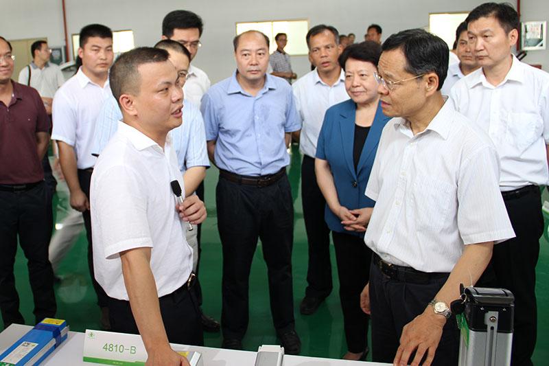 广西自治区主席陈武一行莅临广西万博手机版登录调研