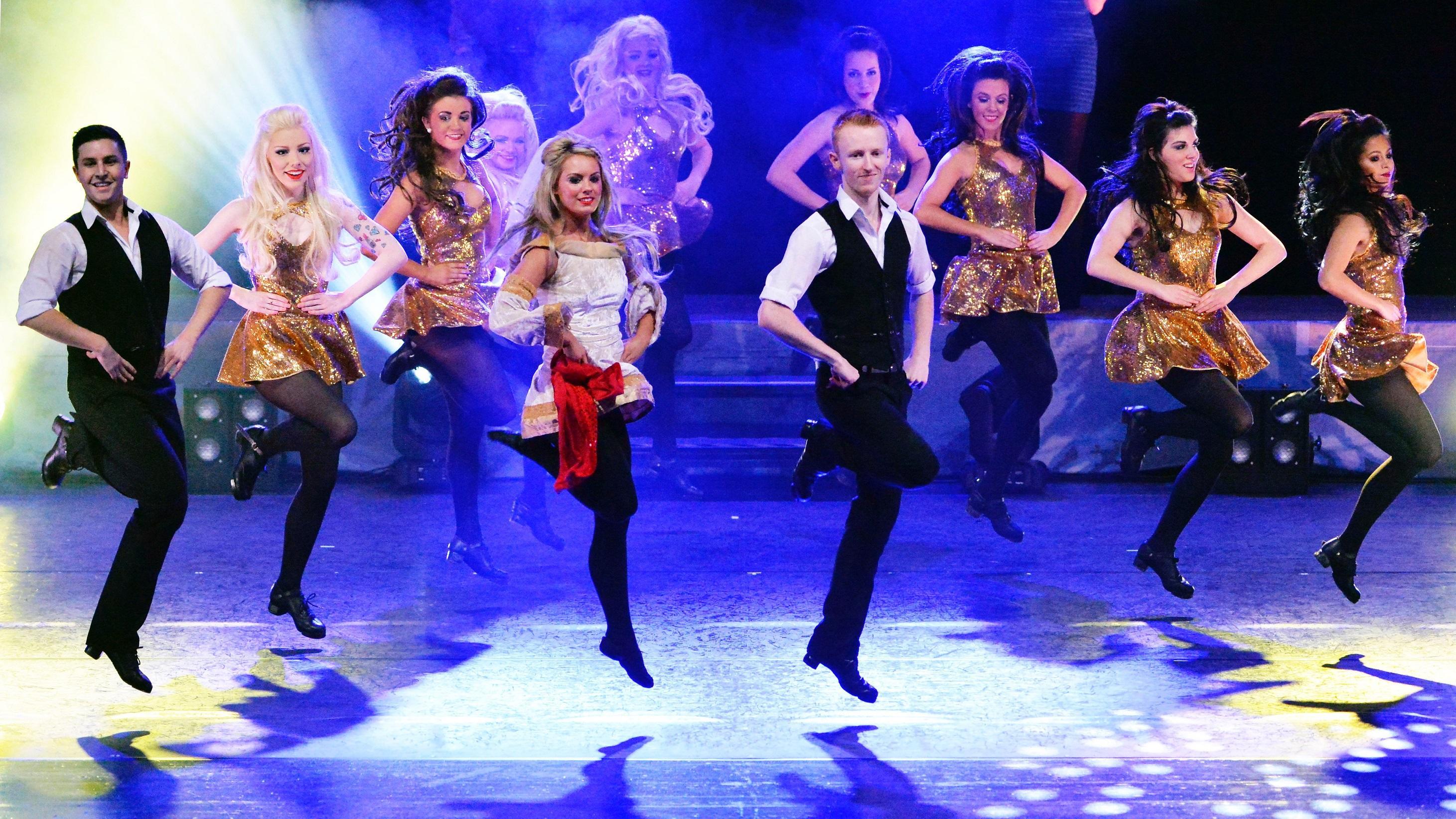 暑假,世界华人踢踏舞协会理事来为你颁发证书