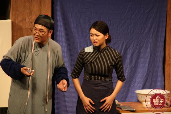 表演系毕业大戏《七十二家房客》首演圆满成功