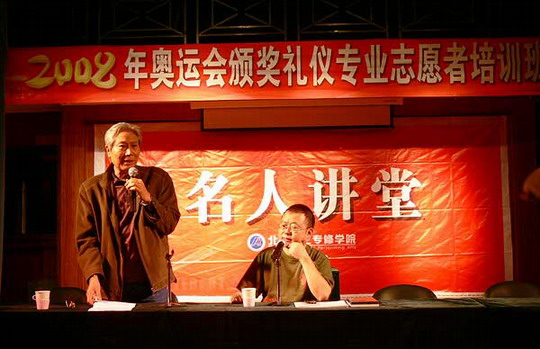 """""""文化剌客""""江小鱼杀入北演与师生论剑"""