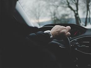 独自开夜车的危险经历 究竟需要注意什么