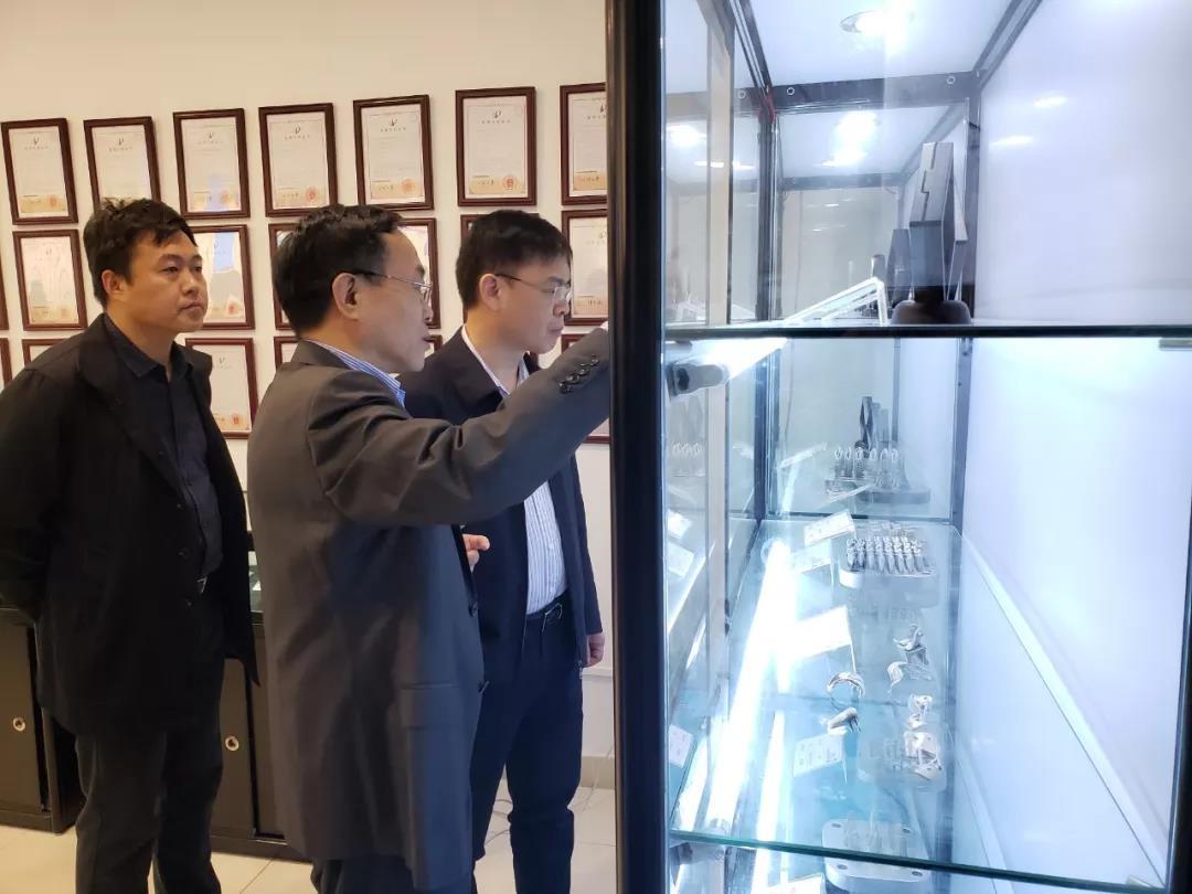 广州市工信委张晓波主任莅临广州雷佳增材科技有限公司参观考察