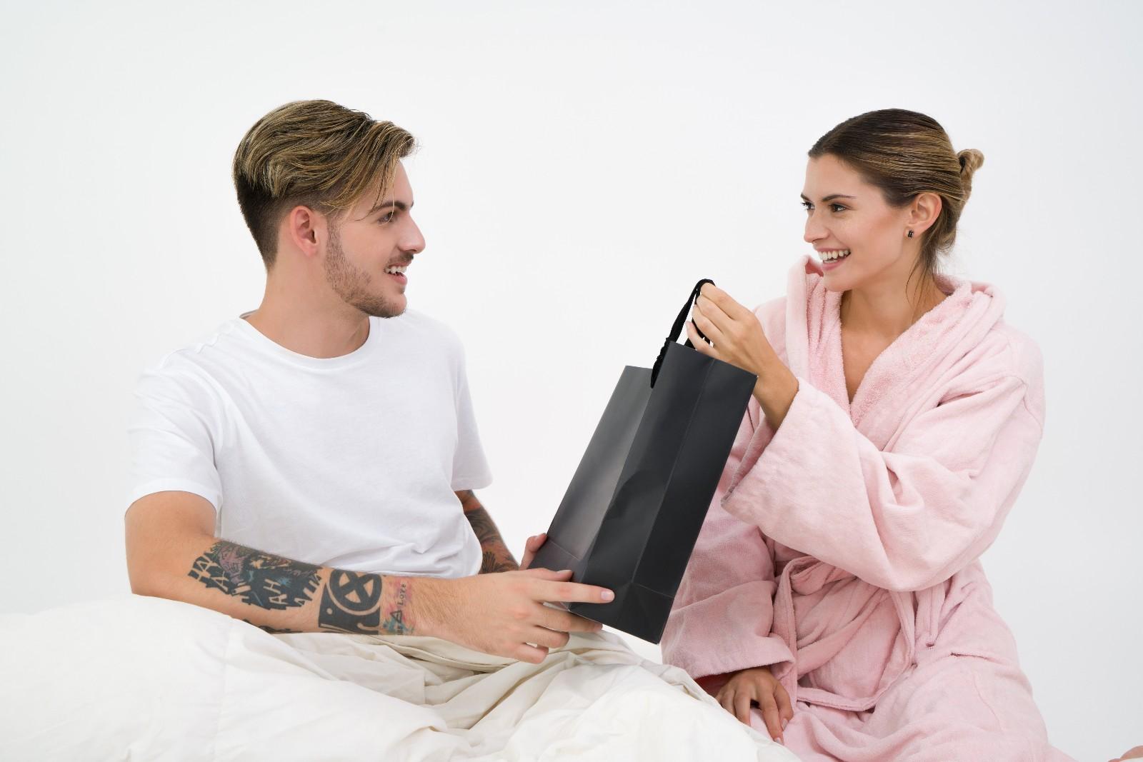 商务礼品定制款和赠送方案