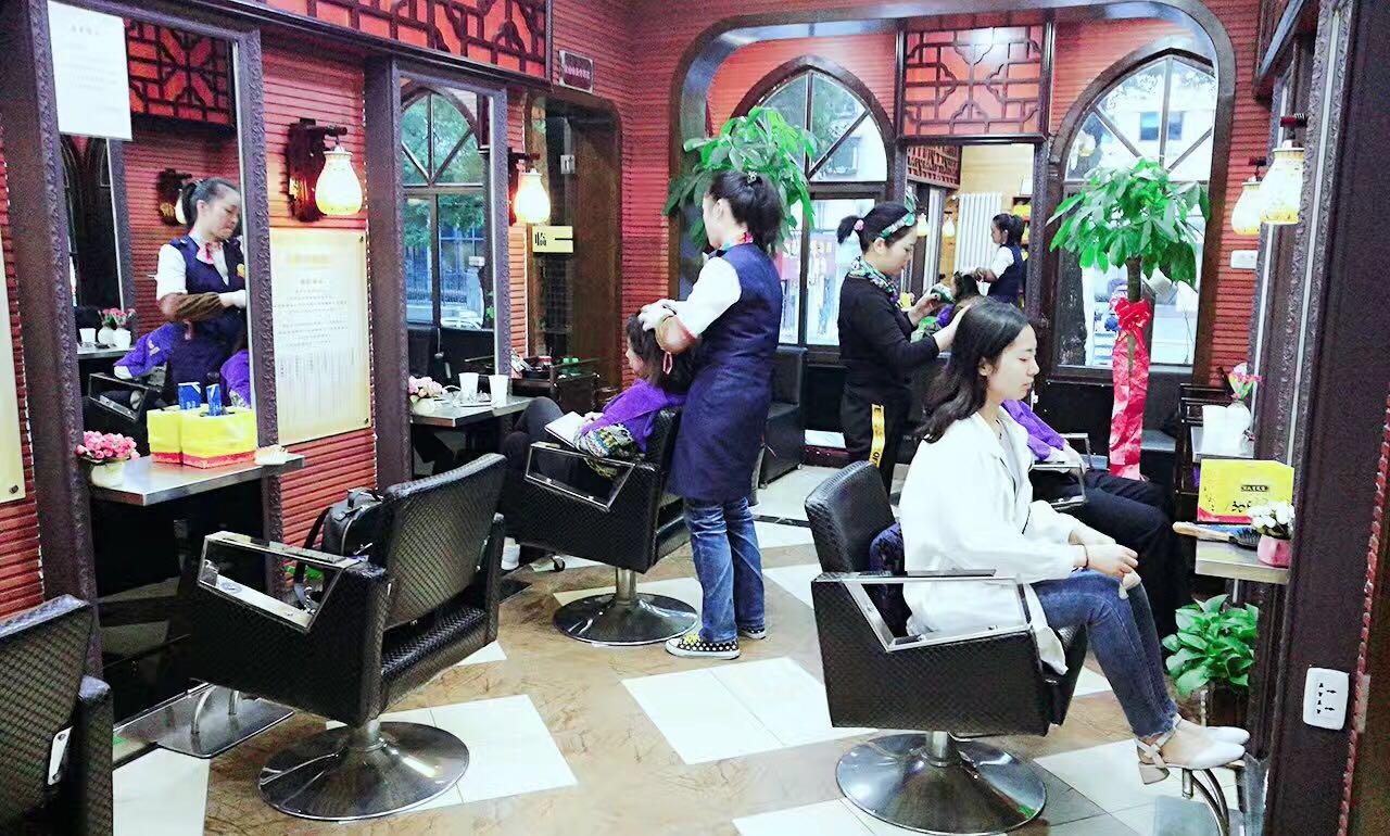 成熟商圈美容美发店旺铺 急急急转
