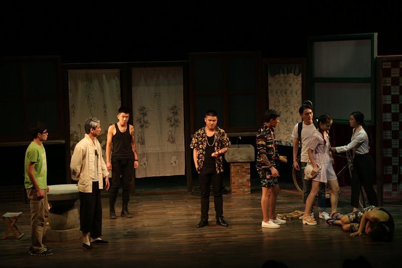14级毕业大戏《边缘》在小剧场隆重上演