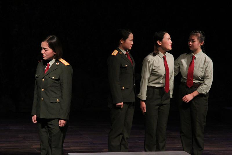 14级毕业大戏《女兵连来了个男家属》在实验剧场隆重上演