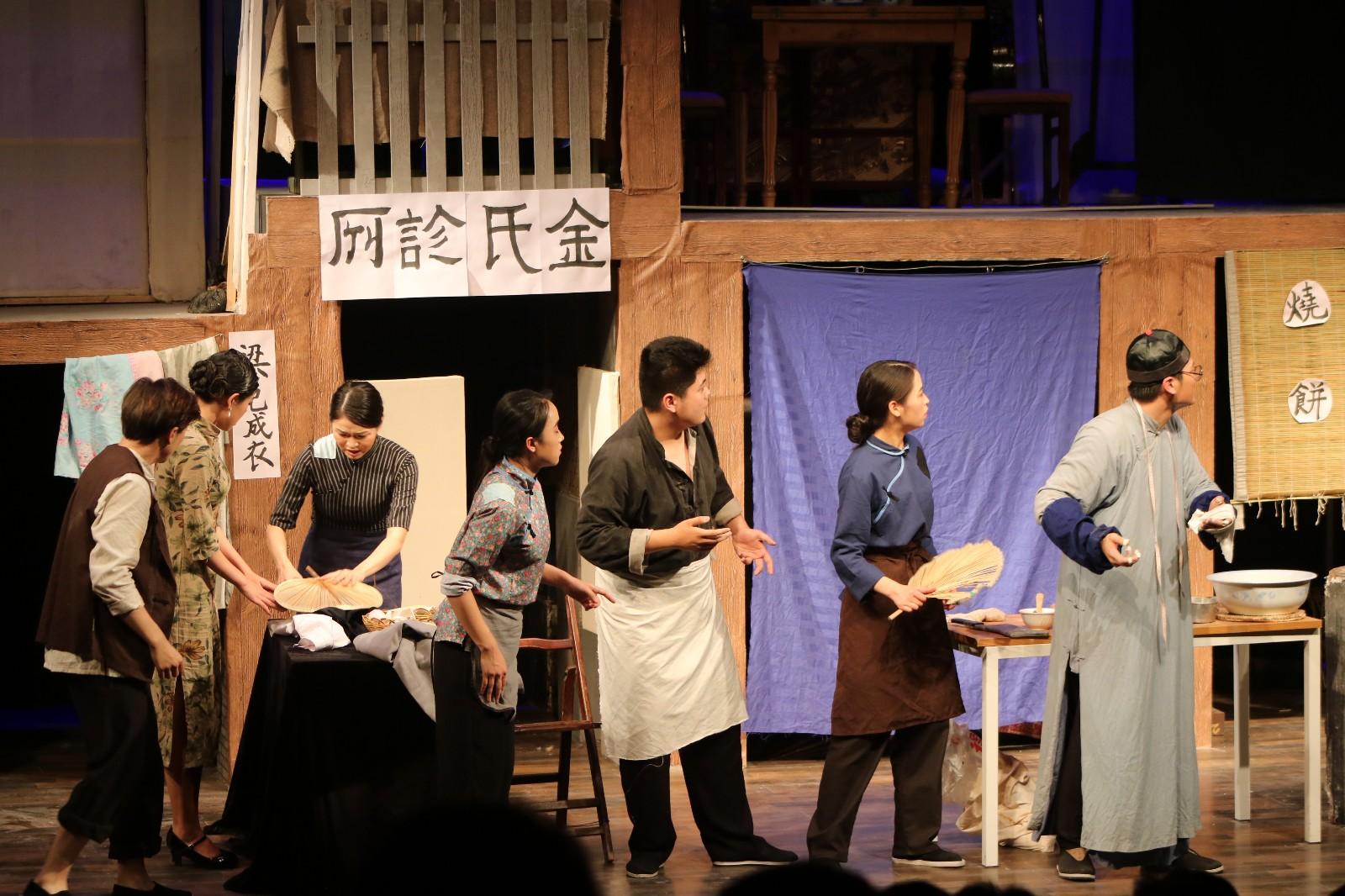 14级毕业大戏《七十二家房客》在小剧场隆重上演