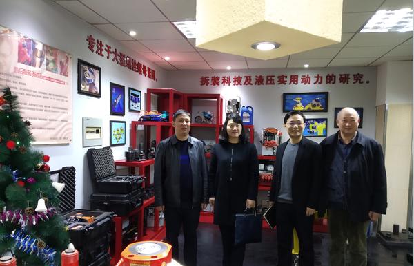 武汉市青山区领导于2018年12月20日视察拜尔集团并指导工作