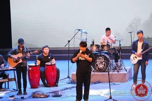 流行音乐学院与民谣社团共同打造音乐盛宴——民谣在路上
