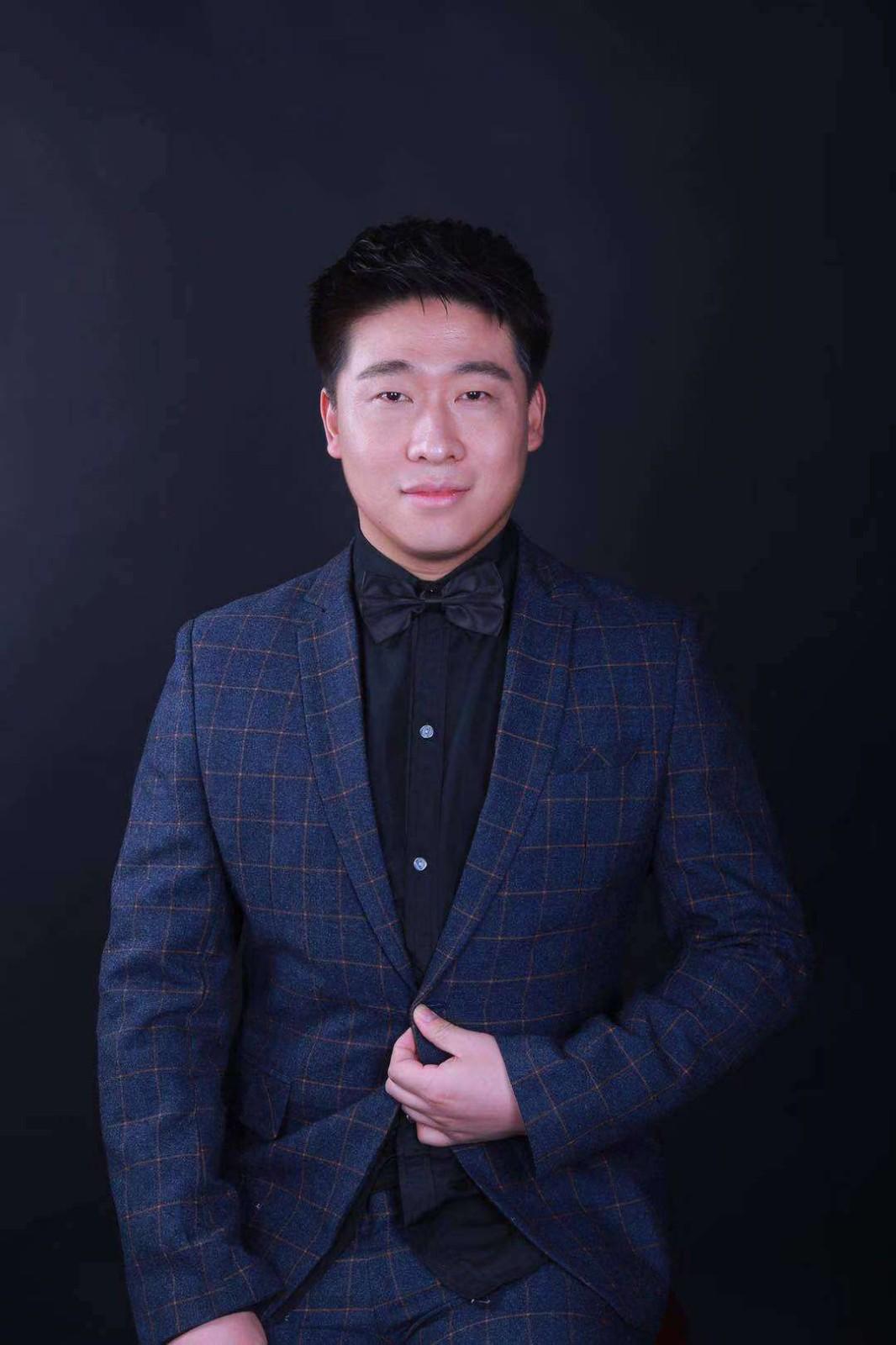 姜守洲 国标舞教研室主任  教授
