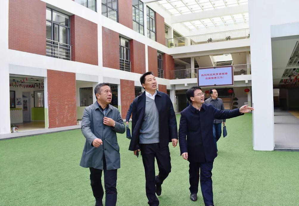 市、区教育局领导走进南京新书院调研