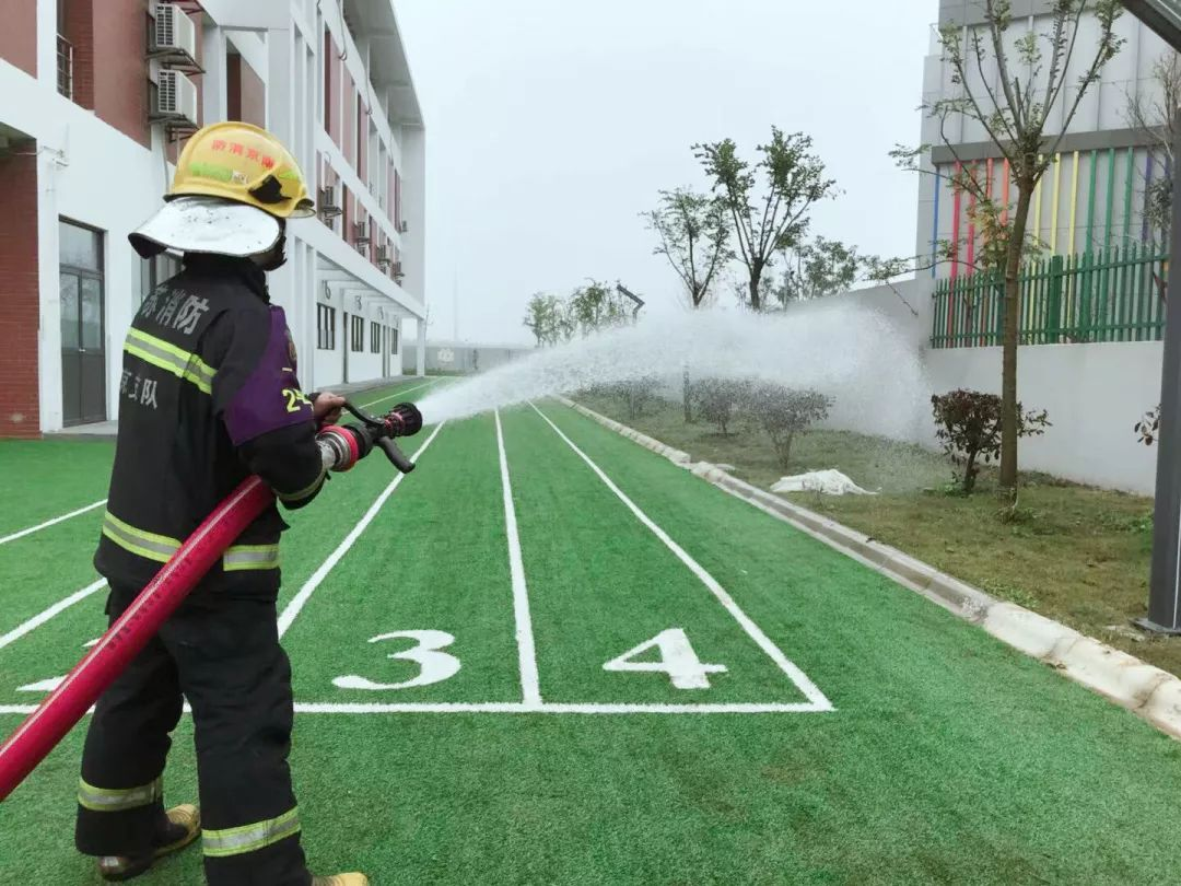 """南京新书院悠谷学校第13周安全演习-- """"消防车走进校园"""