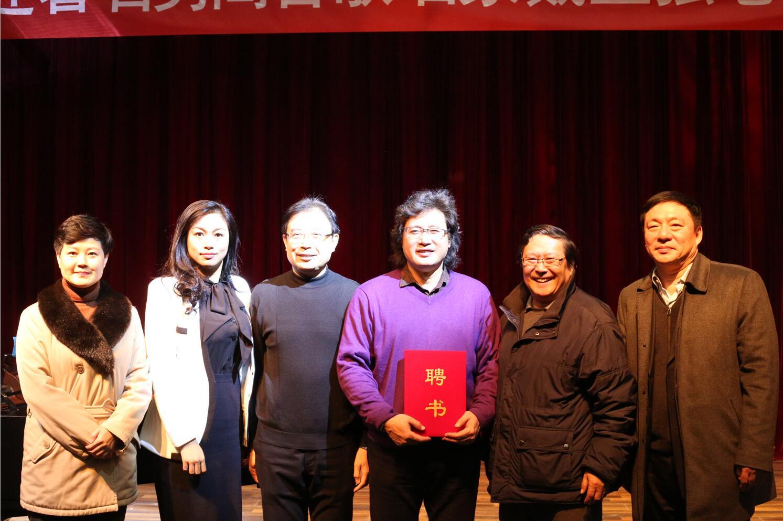 著名男高音歌唱家戴玉强老师来北京演艺专修学院参观访问