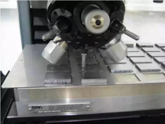 现代化的全自动硬度测试-奥钢联集团