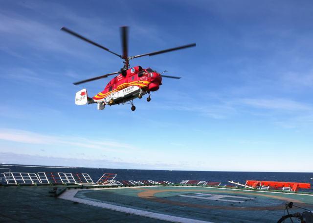 南极科考船上停机坪