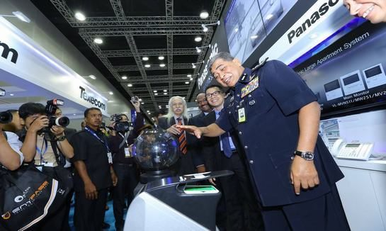 AIN-With the customer in  IFSEC 2017 Malaysia