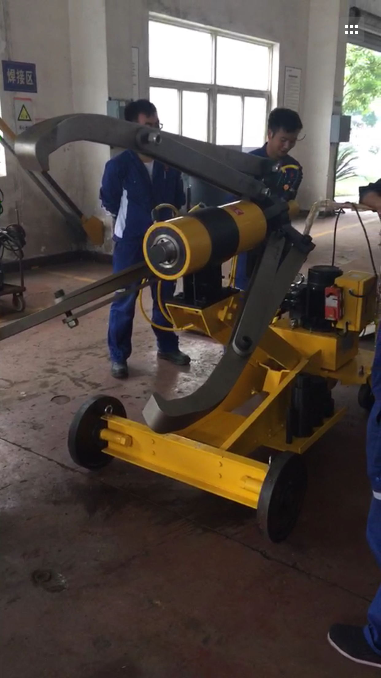 四川某多晶硅企业再次订购拜尔工具-车载式全自动液压拉马