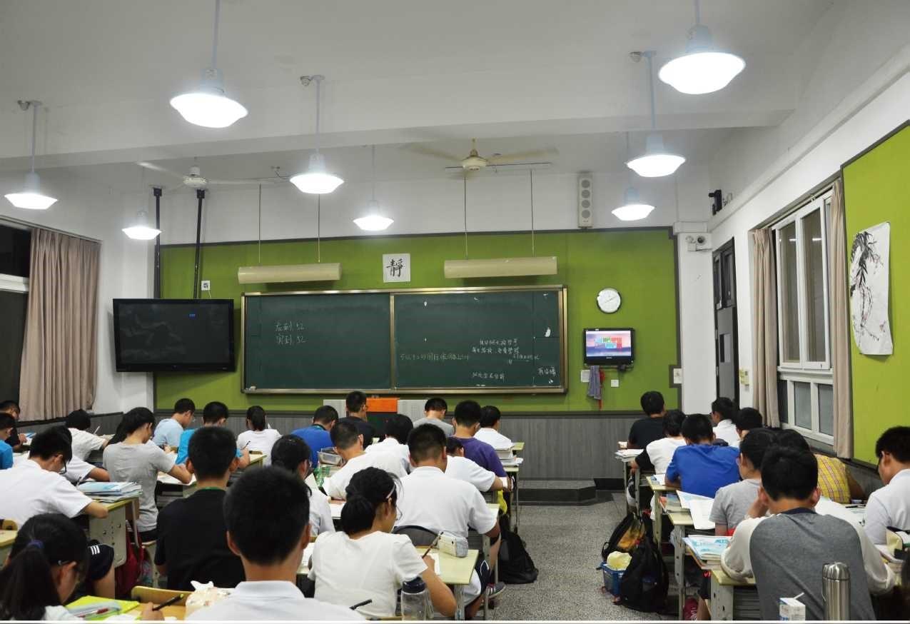 学校教室万博maxbet客户端下载改造对灯具有什么要求?
