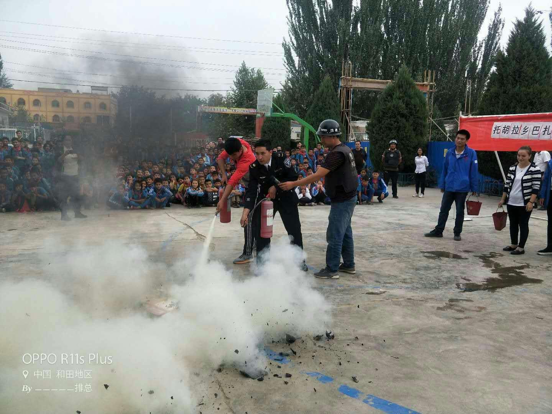 新疆和田地区墨玉县托胡拉乡巴扎尔小学开展消防应急演练