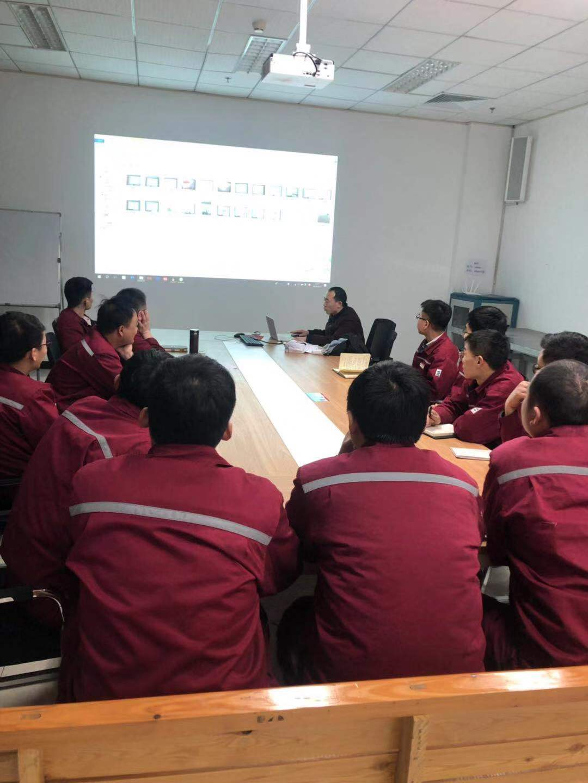 拜尔售后服务团队为山东东营某炼油厂组织了一次液压扭矩扳手技术培训