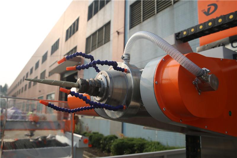 YD-600YZ立体圆柱雕刻机