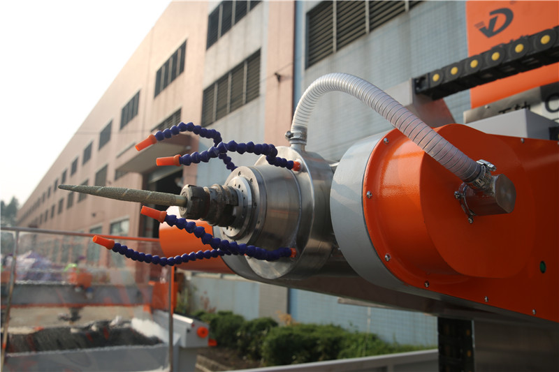 YD-600YZ立體圓柱雕刻機