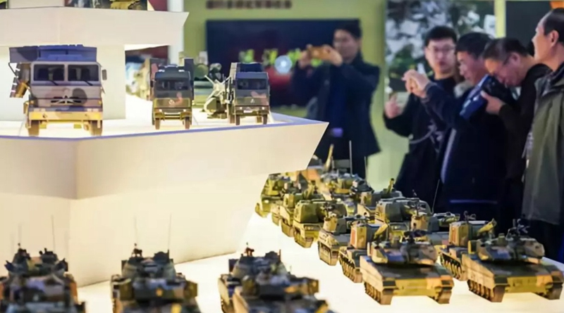 """习大大参观""""伟大的变革""""大型展览,航誉模型演绎改革开放40年战机历程"""
