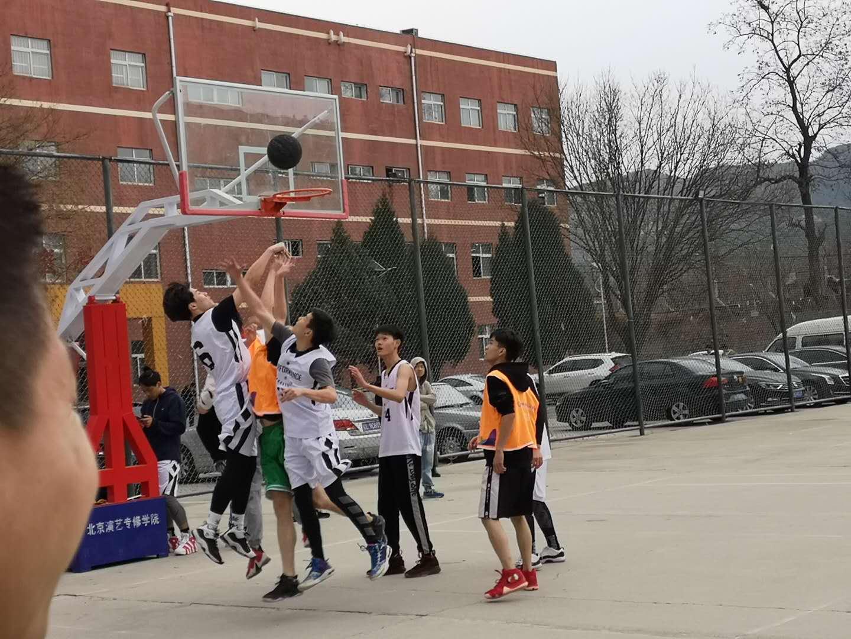 表演系举行篮球友谊赛
