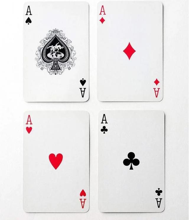 在扑克牌中,黑桃A相比其它花色,为什么画的都要大?