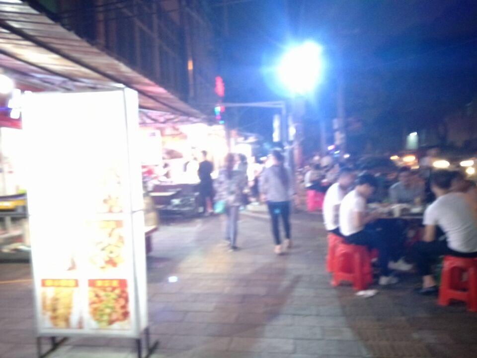小吃一条街烧烤店急转