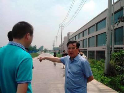 中原区区委书记王万鹏视察大中原亚博体彩官网扬尘治理工作