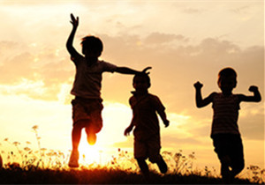 大博医疗慈善基金会向南靖县慈善总会捐赠爱心助学款。