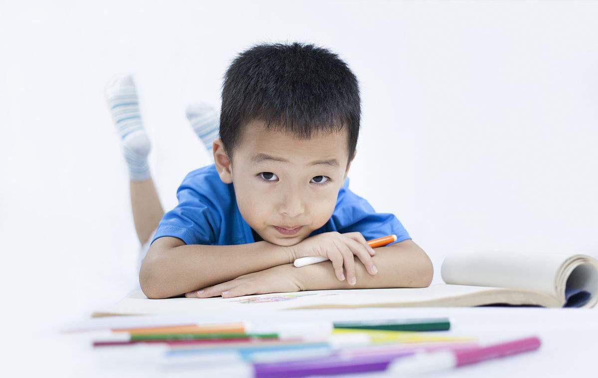 如何有效纠正自闭症儿童的不良行为?