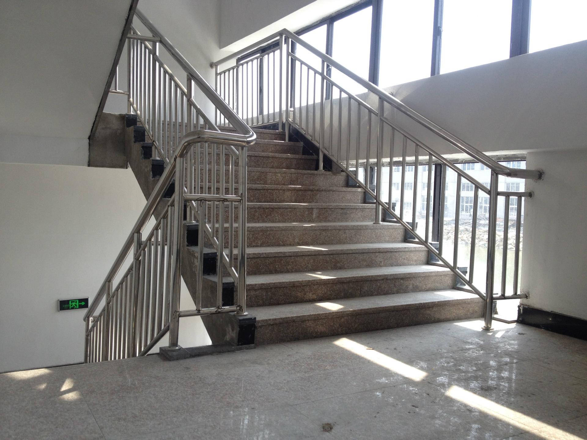 不锈钢楼梯扶手制作