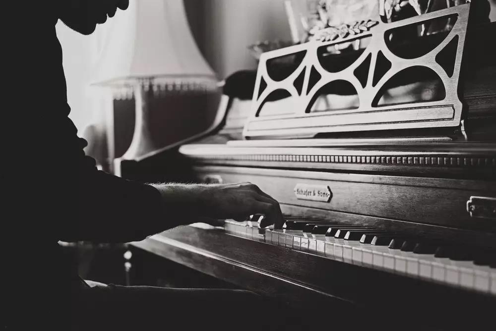 我不指望她成为音乐家,为什么还要花钱让她去学琴?