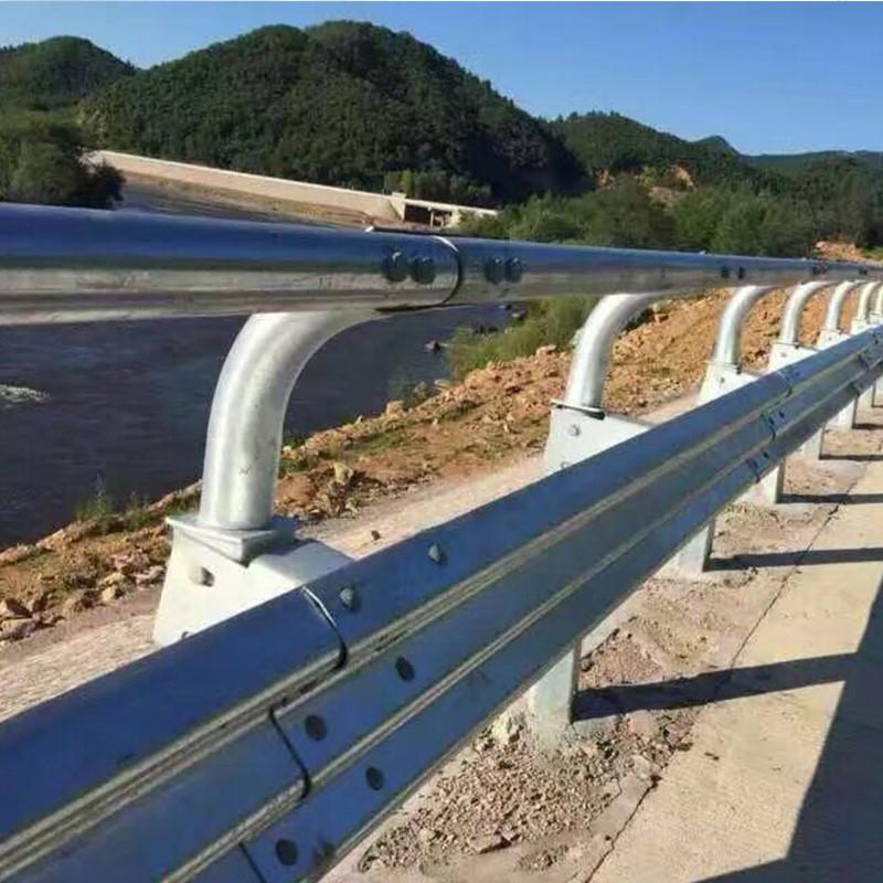 三波护栏板安装